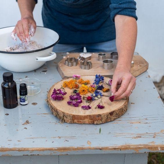6 - Květinové koupele (workshop) - Kytky od potoka