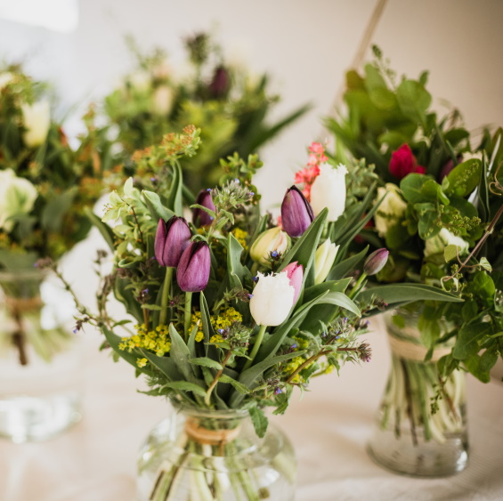 Jarni kvetinove predplatne Kytkyodpotoka - Jarní květinové předplatné - Kytky od potoka