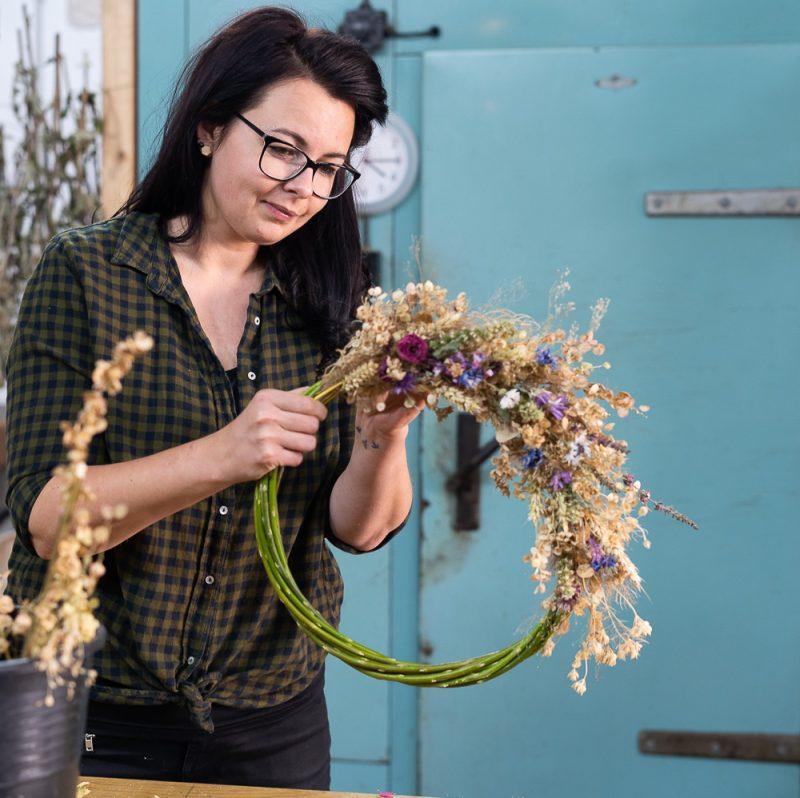Podzimni venec workshop 020 Kytkyodpotoka - Vyrobte si vlastní podzimní věnec - Kytky od potoka