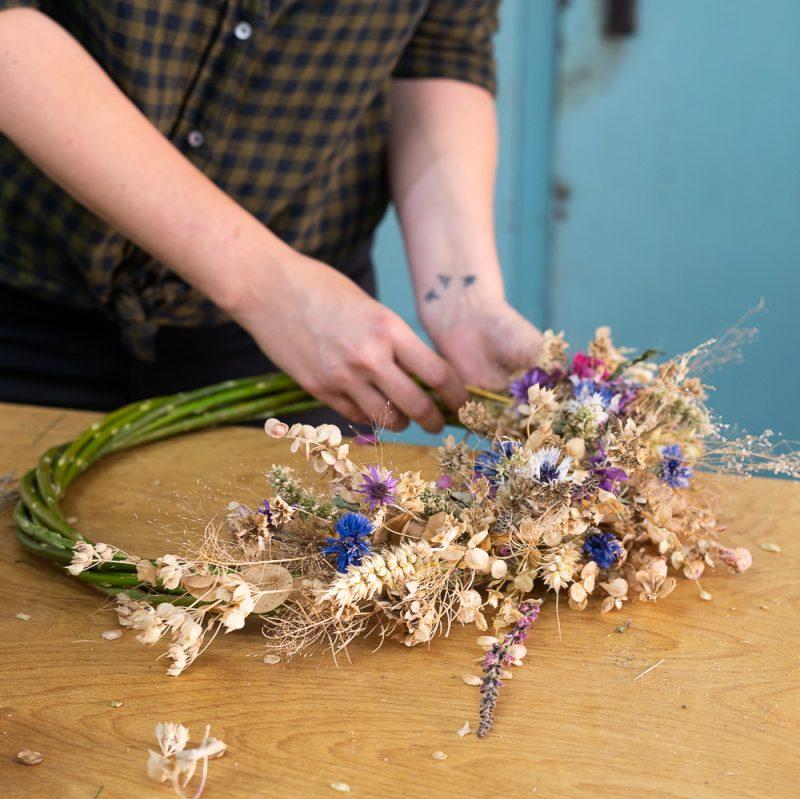 Podzimni venec workshop Kytkyodpotoka - Vyrobte si vlastní podzimní věnec - Kytky od potoka