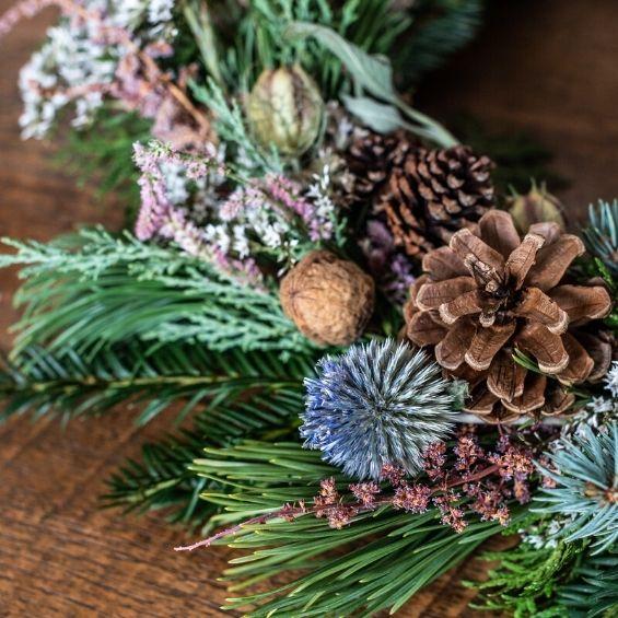 vánoční přírodní věnec detail