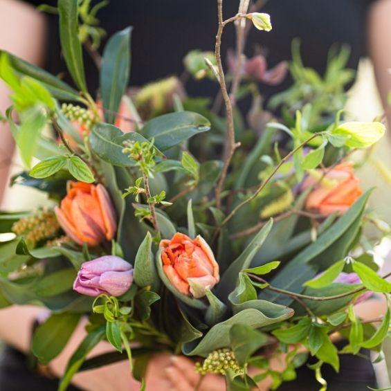 jarní kytice s tulipány detail
