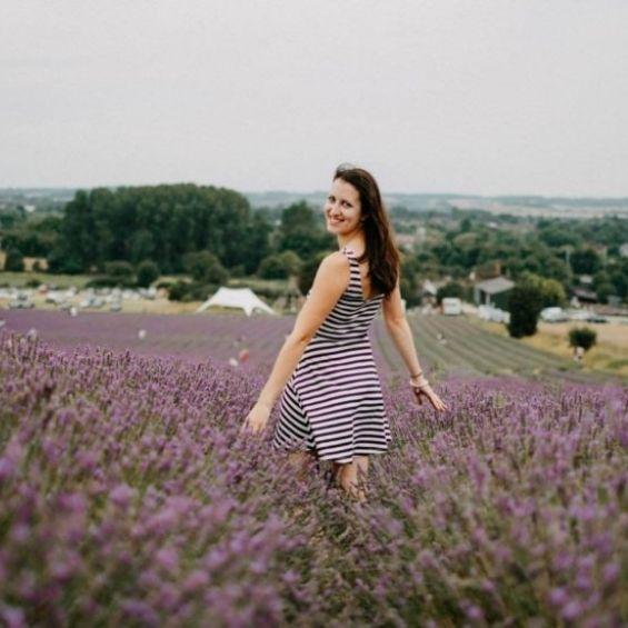 1 - Portrétní focení s květinami - Kytky od potoka