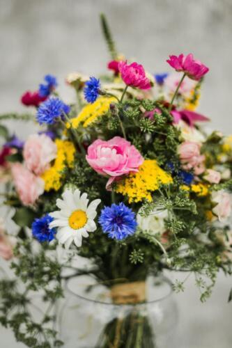 svatba v létě pestrá svtební kytice