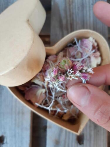 zásnubní prsten z květin