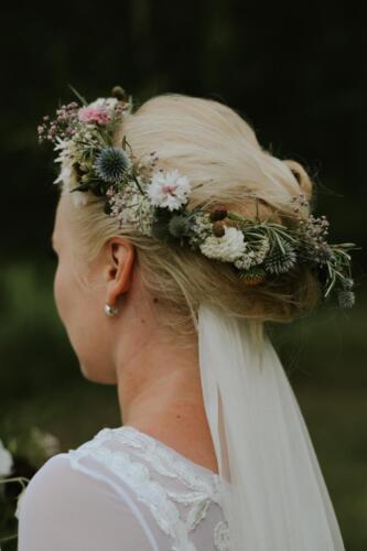 bílá růžová svatební věneček svatba v létě