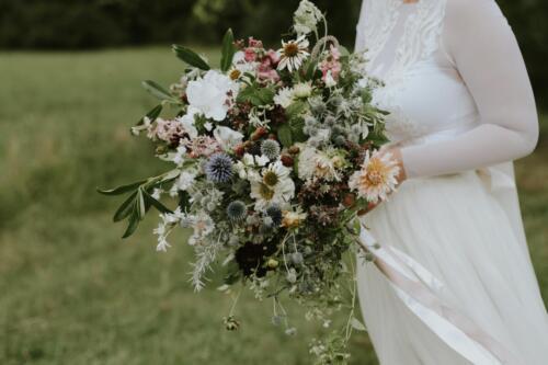 svatební kytice bílá růžová červená