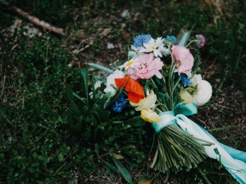 barevná svatební kytice na jaře