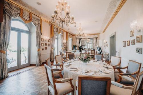 Svatba Chateau Mcely interier Kytkyodpotoka